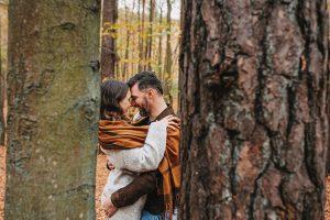 jesienna sesja pary w lesie w Gdyni